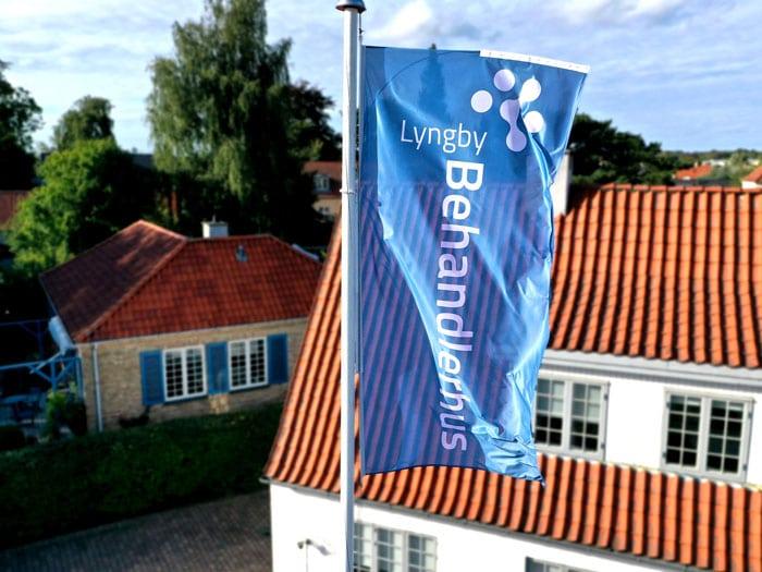Lyngby Behandlerhus flag